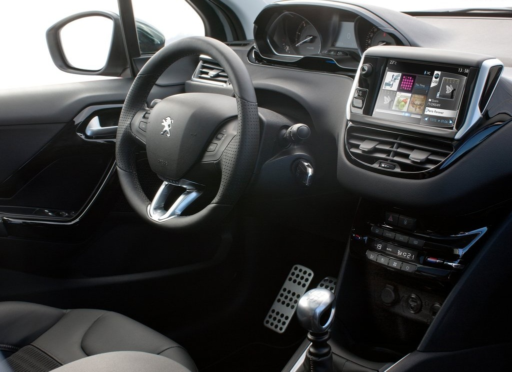 2013 Peugeot 208 Interior (Photo 6 of 7)