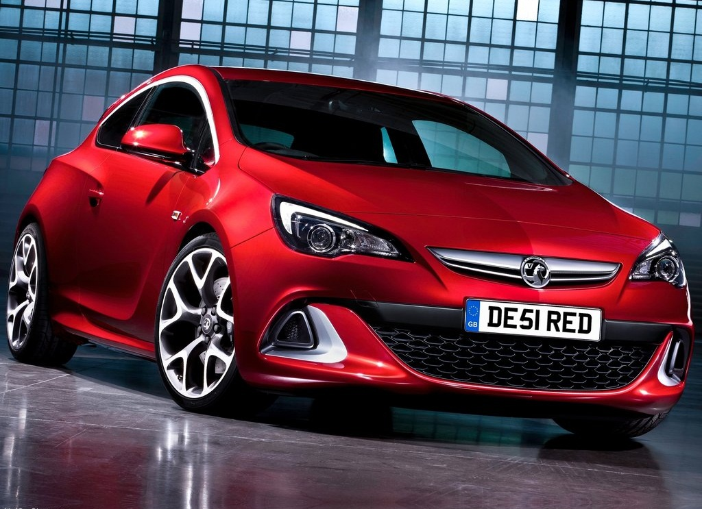 Featured Image of 2013 Vauxhall Astra VXR Powerful Injection Review
