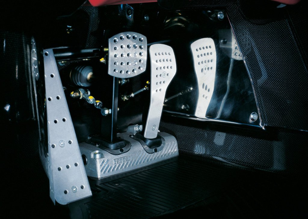 2002 Ferrari Enzo Pedals (Photo 8 of 11)