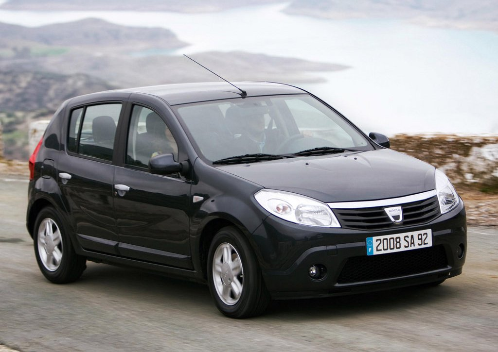 2009 Dacia Sandero Front Angle (Photo 4 of 9)