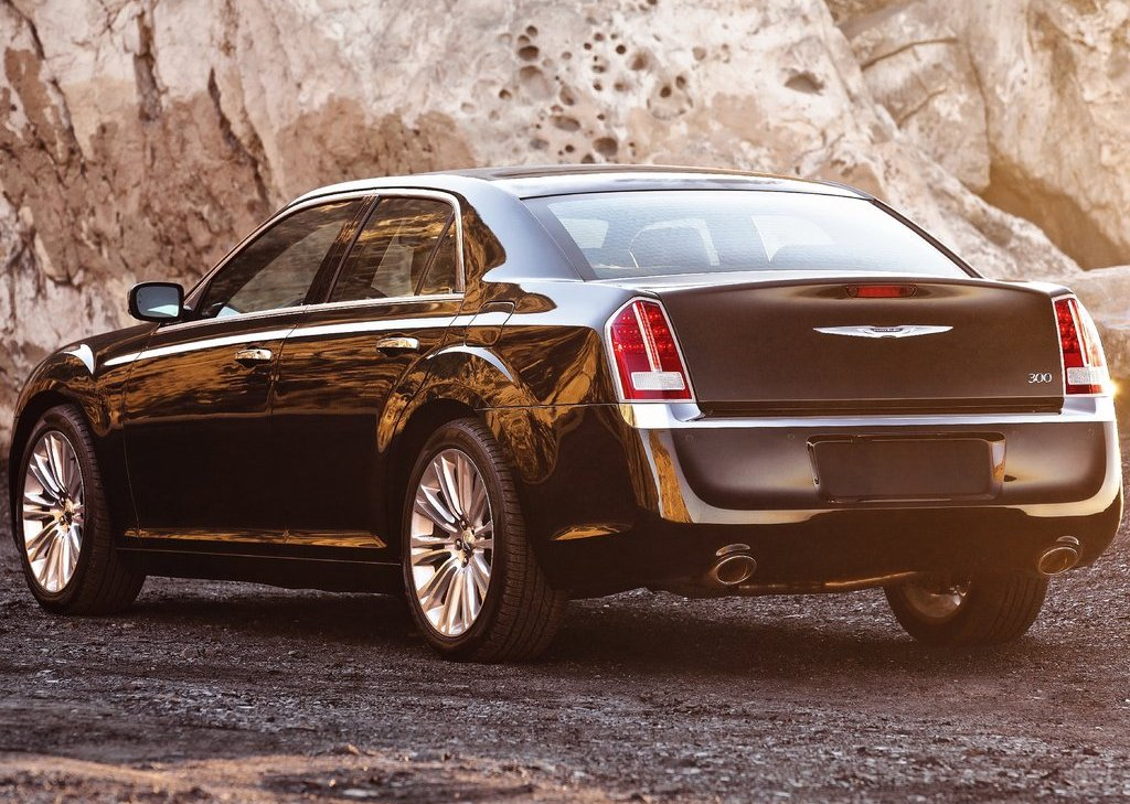 2011 Chrysler 300 Rear (Photo 6 of 10)