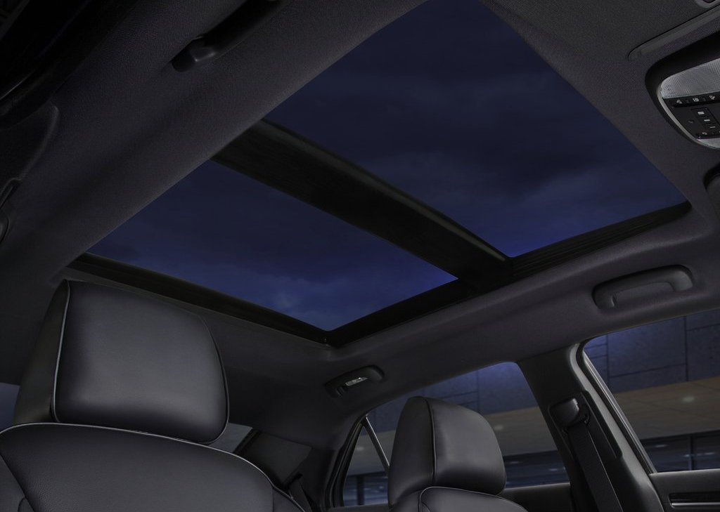 2011 Chrysler 300 Sunroof (Photo 9 of 10)