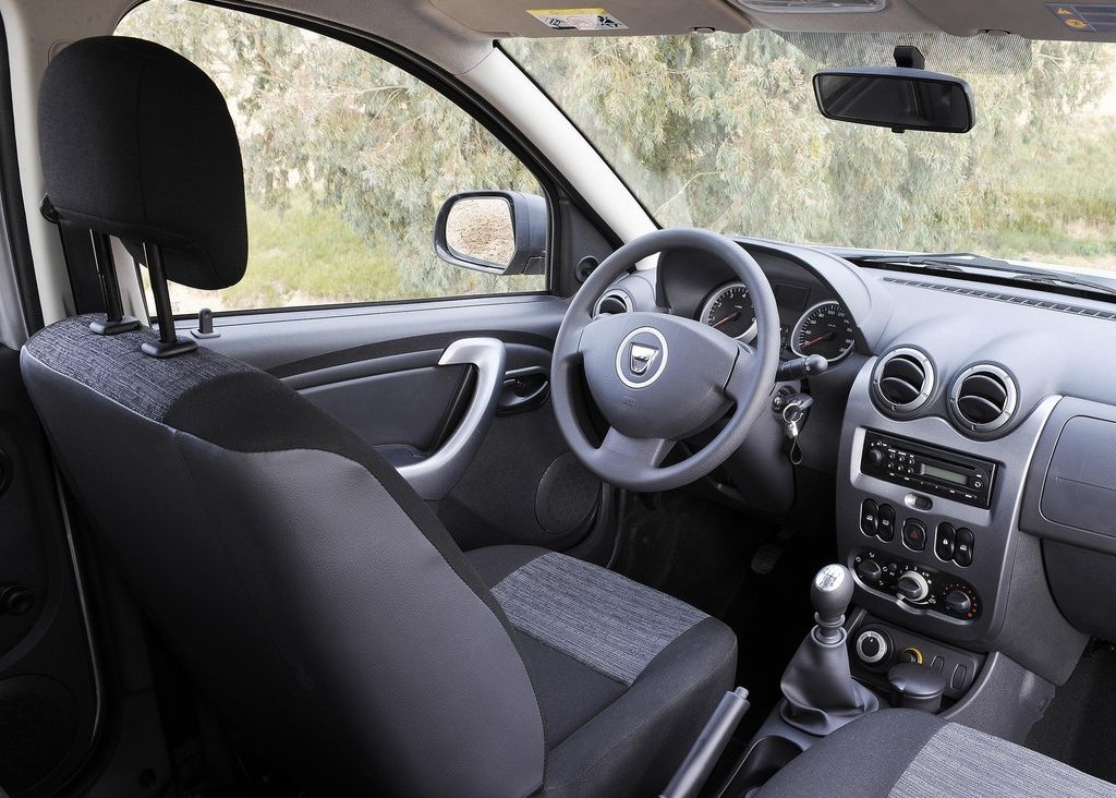 2011 Dacia Duster Interior (Photo 5 of 10)