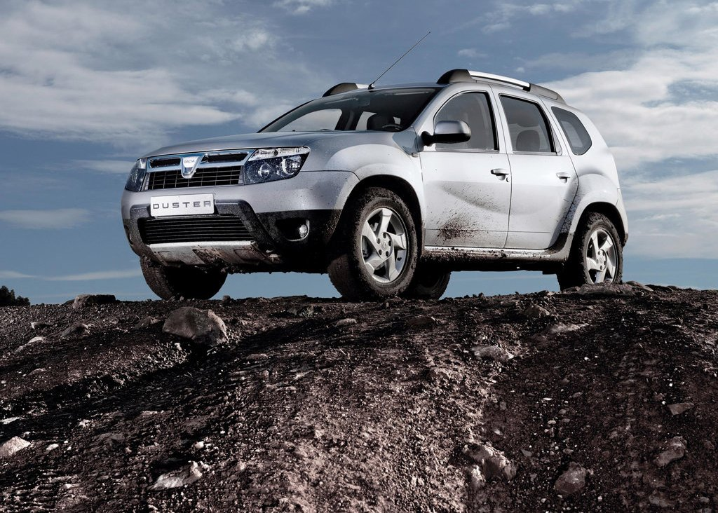 2011 Dacia Duster Left Angle (Photo 6 of 10)