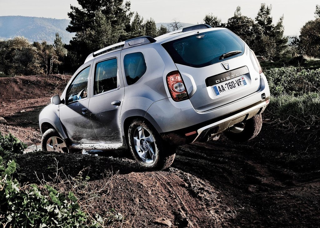 2011 Dacia Duster Rear (Photo 8 of 10)
