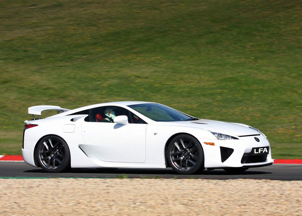 Featured Image of 2011 Lexus LFA Review