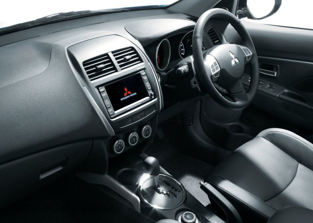 2011 Mitsubishi RVR Interior (Photo 4 of 9)