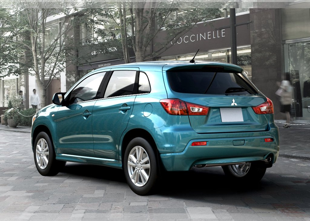 2011 Mitsubishi RVR Rear (Photo 6 of 9)