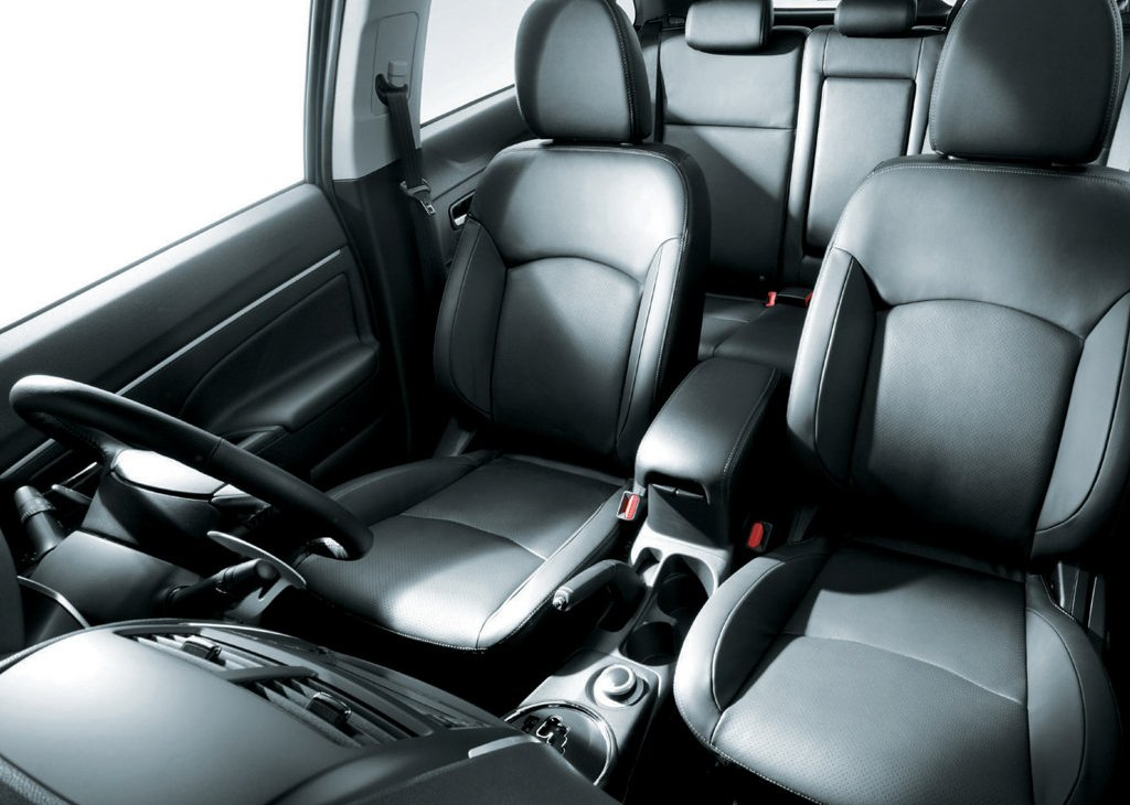 2011 Mitsubishi RVR Seat (Photo 7 of 9)