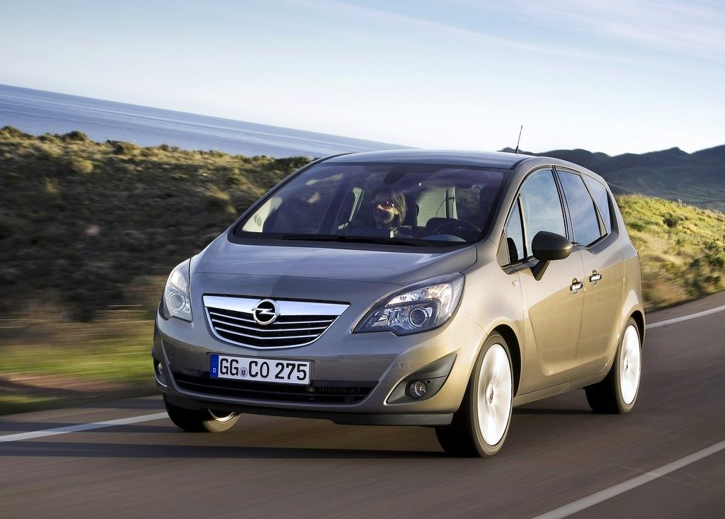 2011 Opel Meriva Front Angle (Photo 1 of 9)
