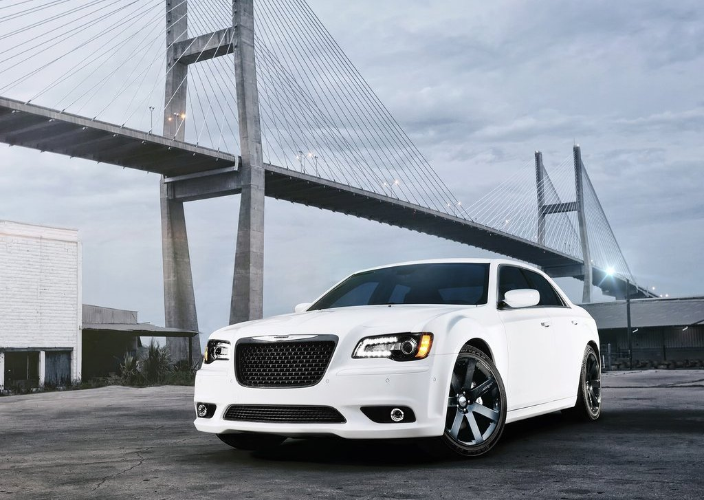 2012 Chrysler 300 SRT8 Front Angle (Photo 5 of 9)