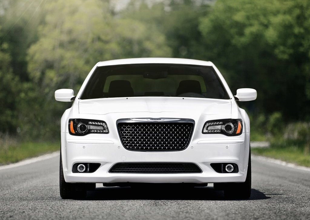 2012 Chrysler 300 SRT8 Front (Photo 4 of 9)