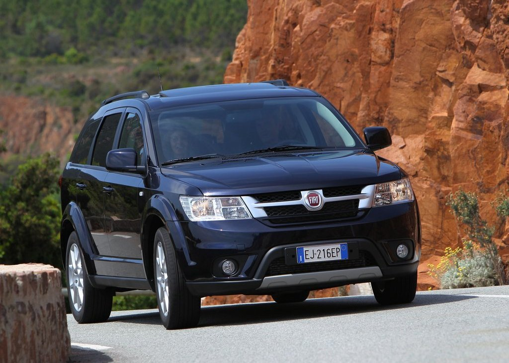2012 Fiat Freemont Front (Photo 3 of 11)