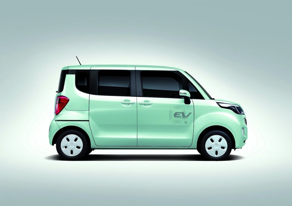 2012 Kia Ray EV Side (Photo 5 of 7)
