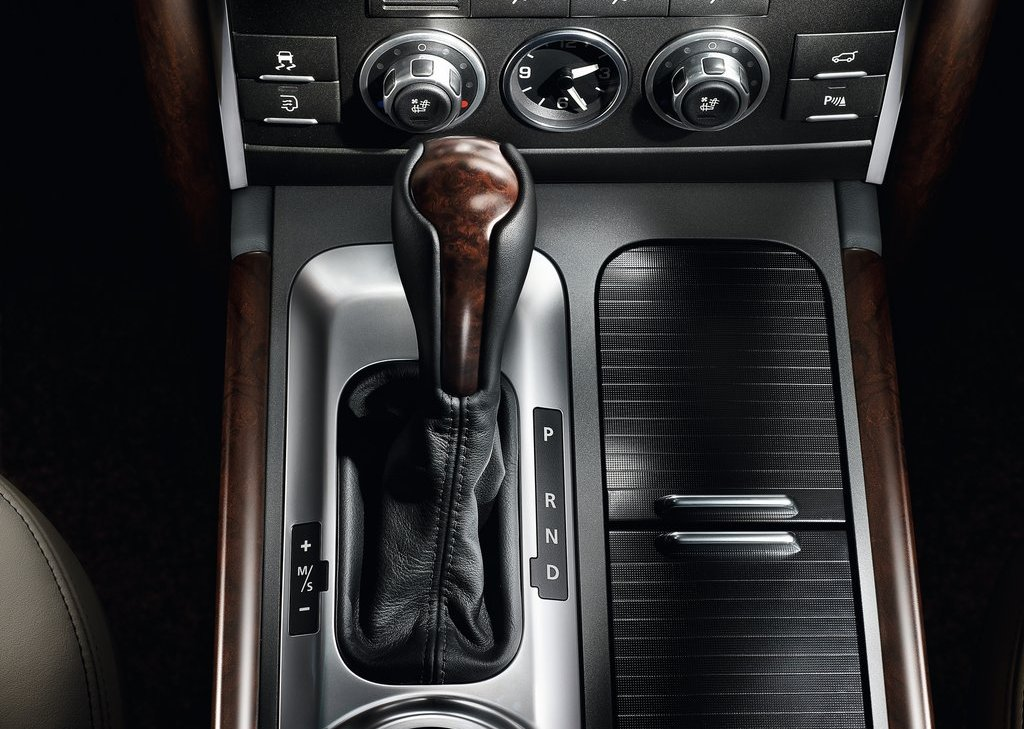 2012 Land Rover Range Rover Interior (Photo 4 of 8)