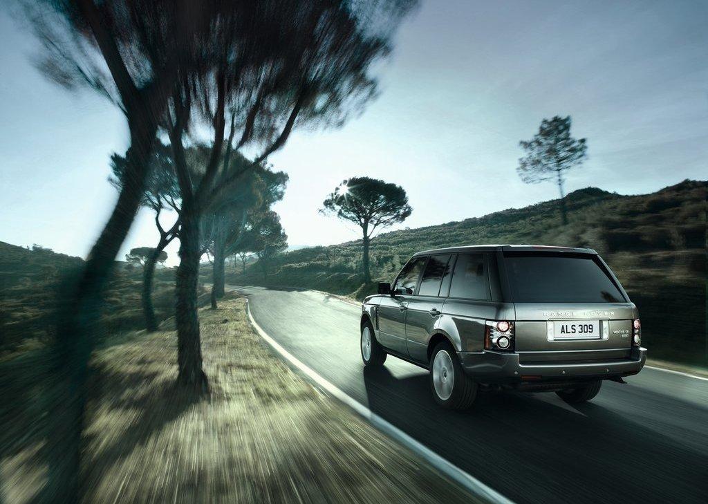 2012 Land Rover Range Rover Rear Angle (Photo 7 of 8)