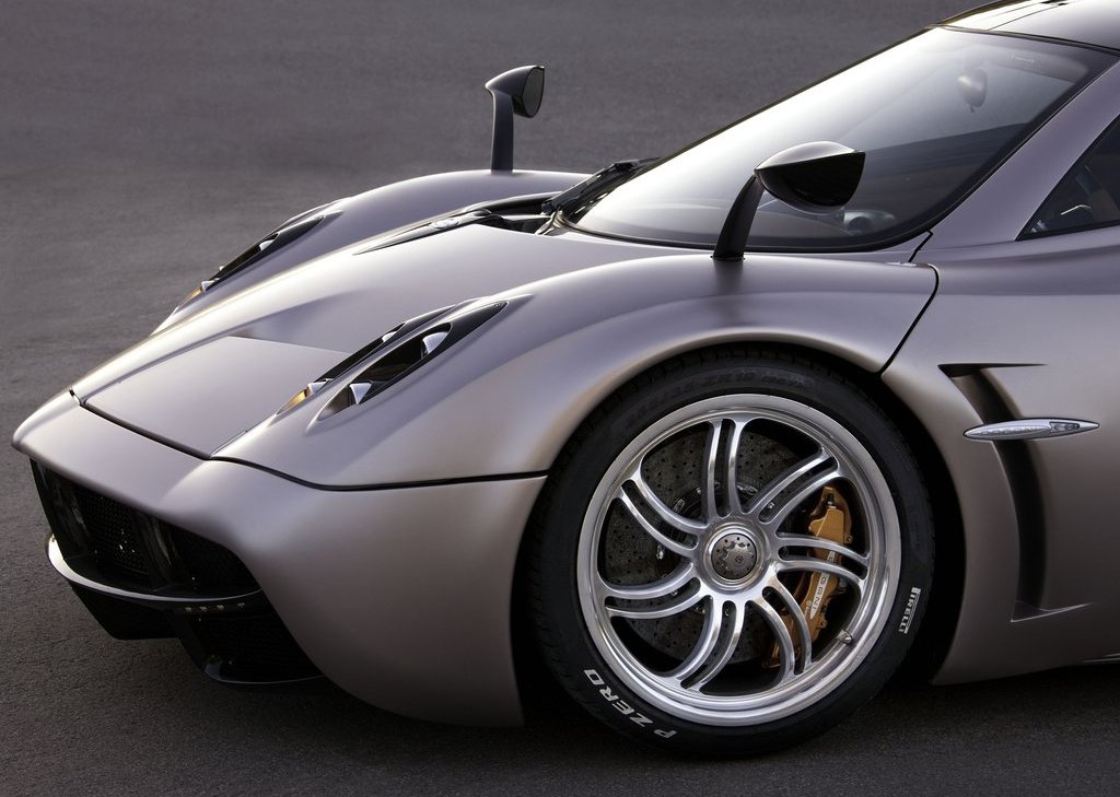 Featured Image of 2012 Pagani Huayra Review