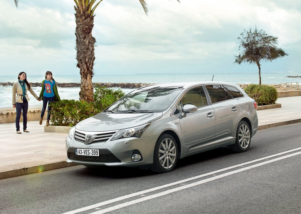 Featured Image of 2012 Toyota Avensis Review