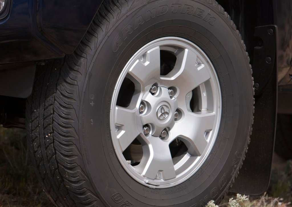 2012 Toyota Tacoma Wheel (Photo 10 of 10)