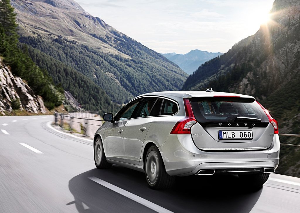 2013 Volvo V60 Plug In Hybrid Rear (View 4 of 9)