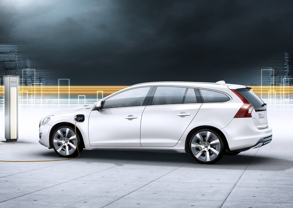 2013 Volvo V60 Plug In Hybrid Side (View 6 of 9)