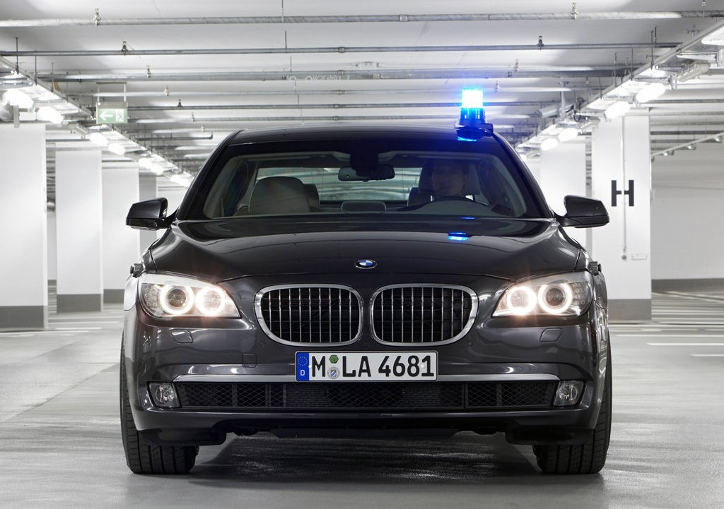2010 BMW 7 Series High Security Front (Photo 7 of 16)