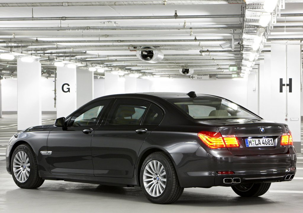 2010 BMW 7 Series High Security Rear  (Photo 14 of 16)