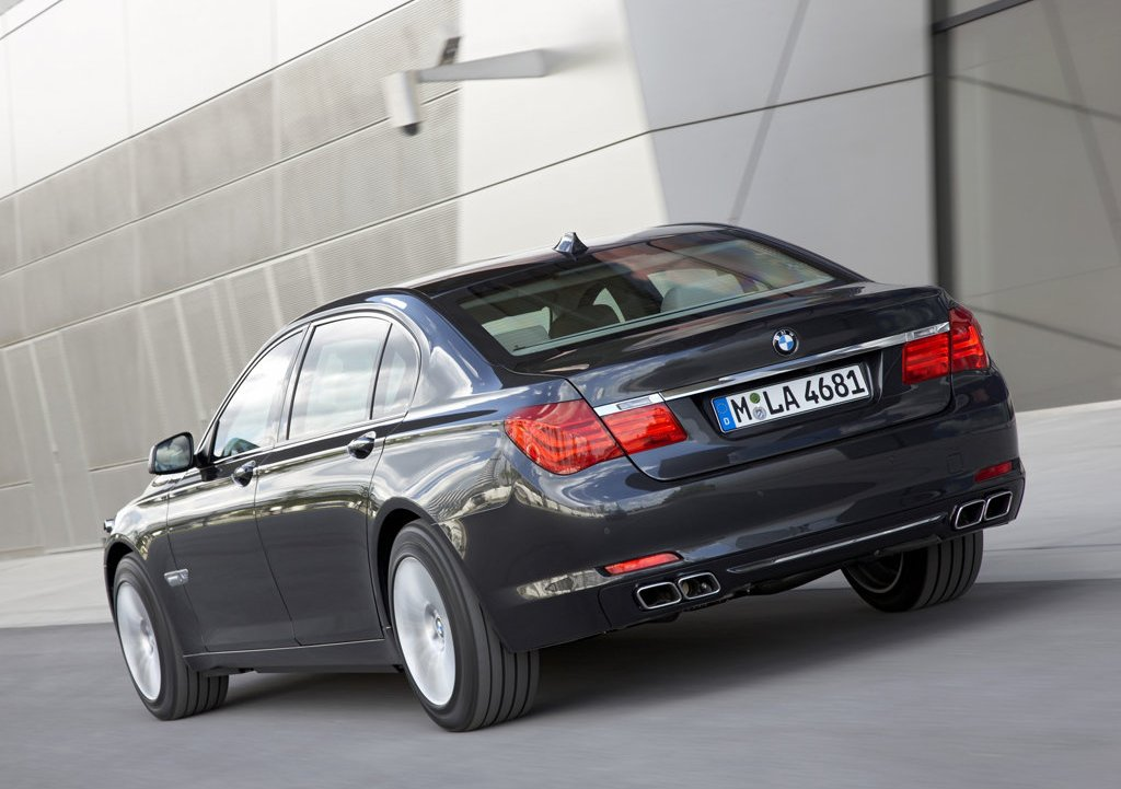 2010 BMW 7 Series High Security Rear Angle (Photo 15 of 16)