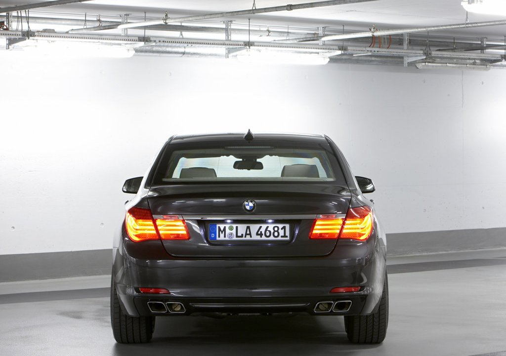 2010 BMW 7 Series High Security Rear (Photo 13 of 16)