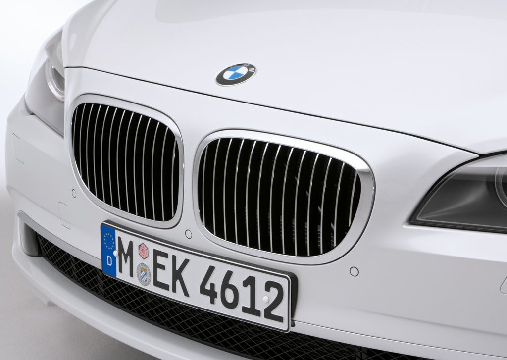 2010 BMW 760Li Bumper (Photo 4 of 25)