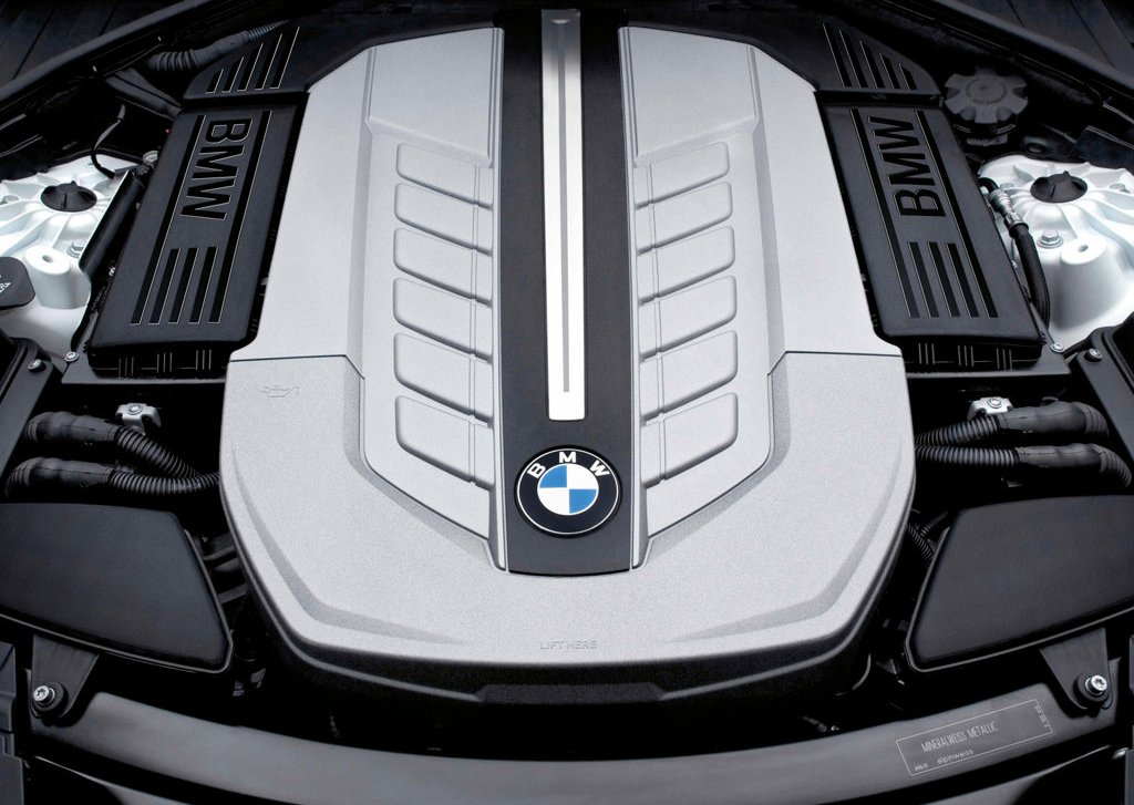 2010 BMW 760Li Engine (Photo 6 of 25)