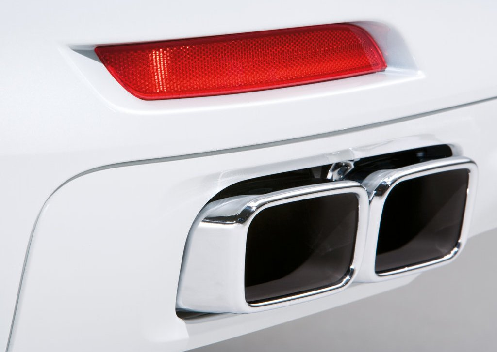 2010 BMW 760Li Exhaust (Photo 17 of 25)