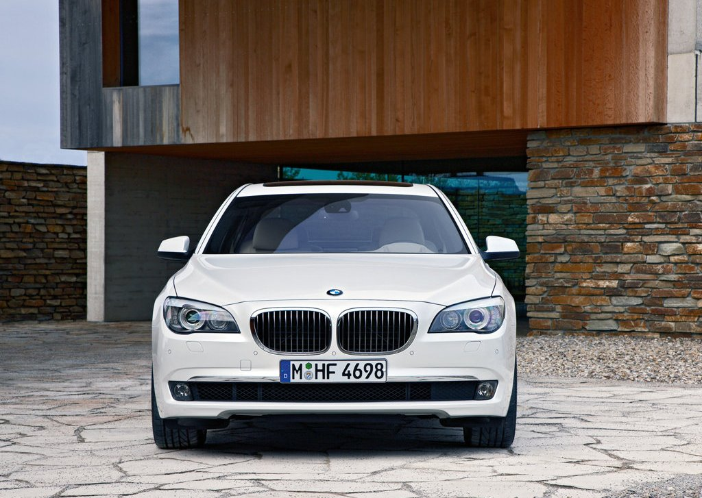 2010 BMW 760Li Front (Photo 18 of 25)