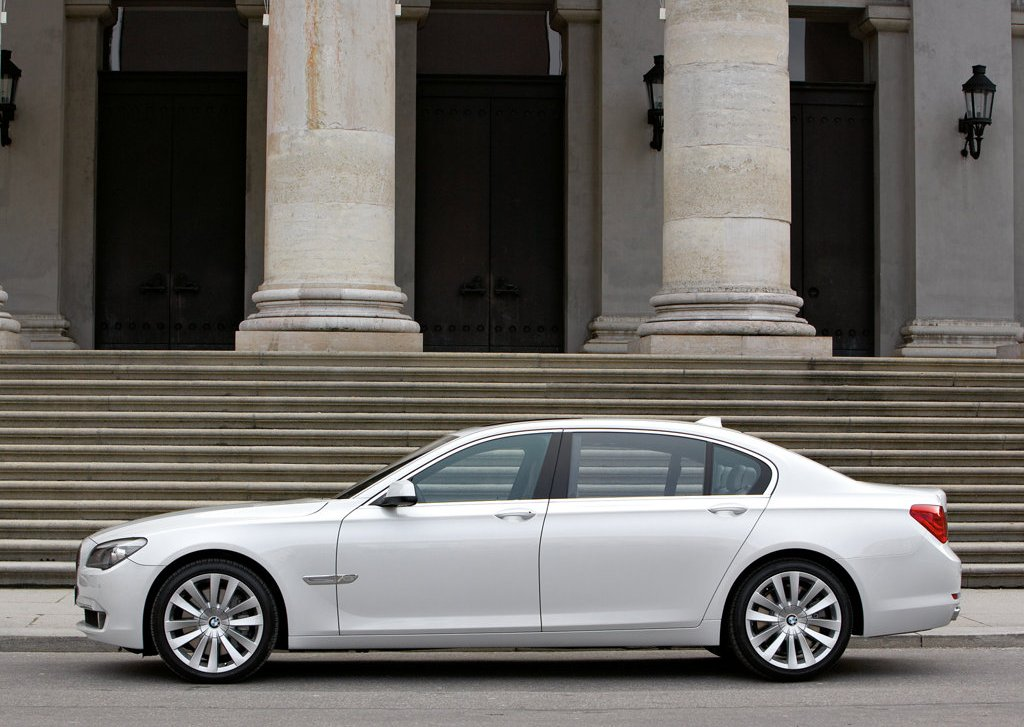 2010 BMW 760Li Side (Photo 25 of 25)