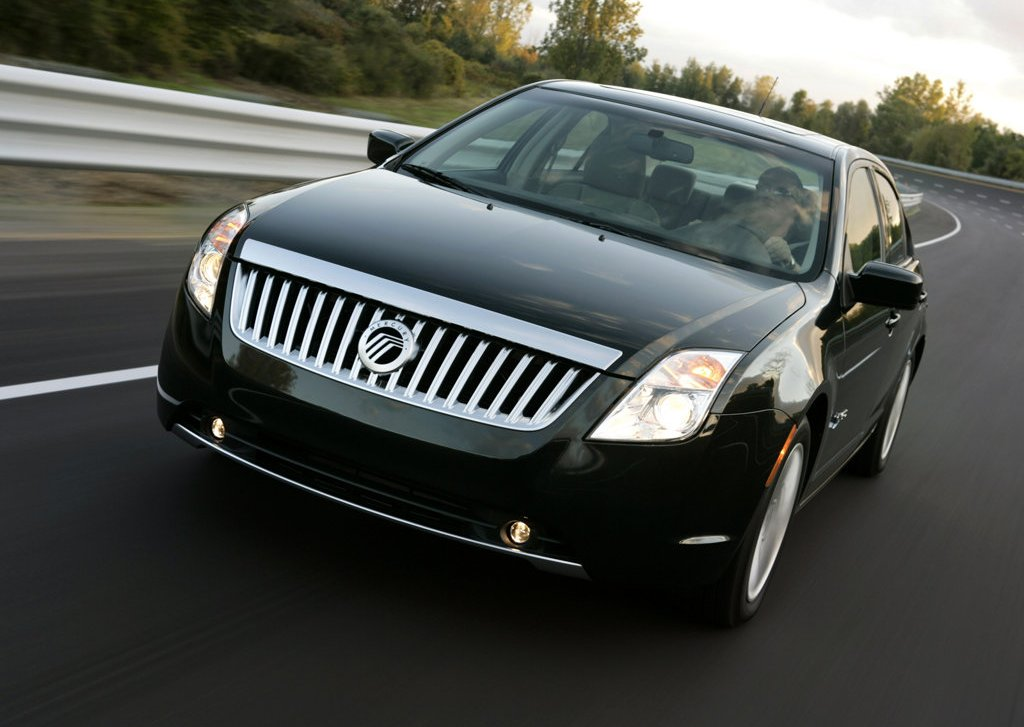 2010 Mercury Milan Hybrid Front Angle (Photo 5 of 9)