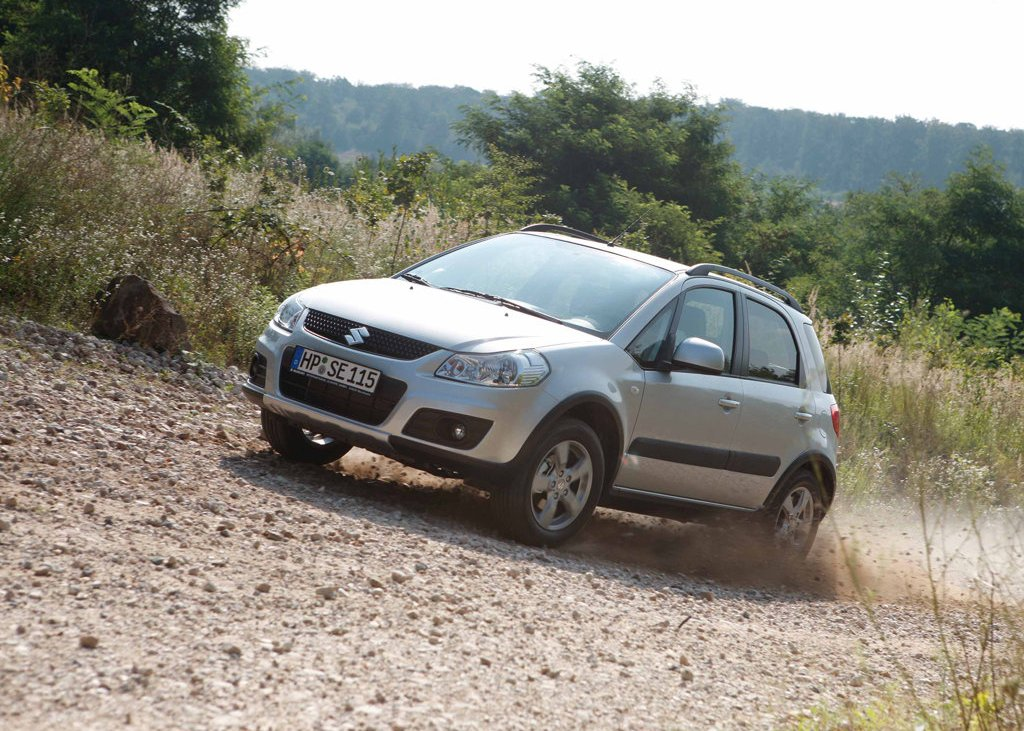 2010 Suzuki SX4 Front Angle (View 5 of 10)