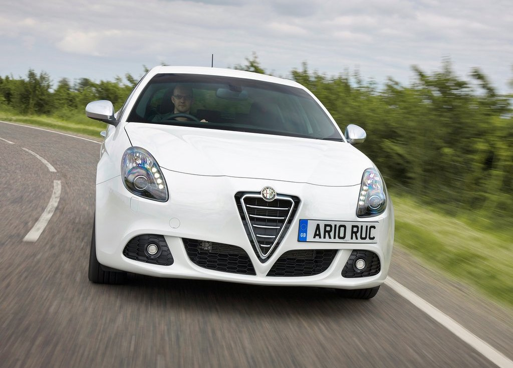2011 Alfa Romeo Giulietta Front (Photo 13 of 26)