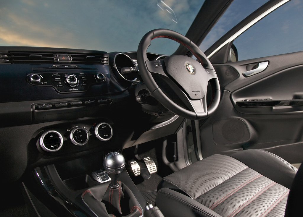 2011 Alfa Romeo Giulietta Interior (View 19 of 26)