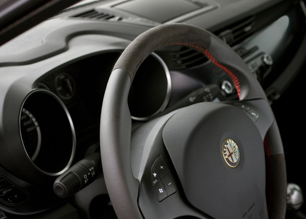 2011 Alfa Romeo Giulietta Interior (View 15 of 26)