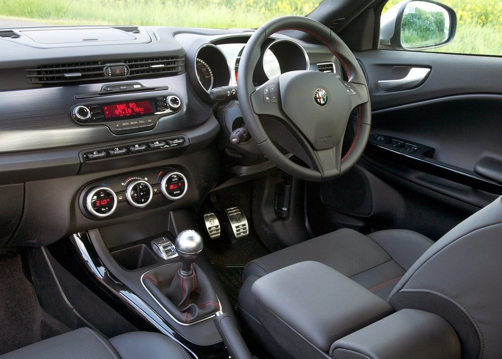 2011 Alfa Romeo Giulietta Interior (View 20 of 26)