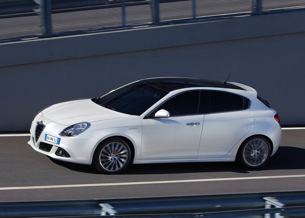 Featured Image of 2011 Alfa Romeo Giulietta Review