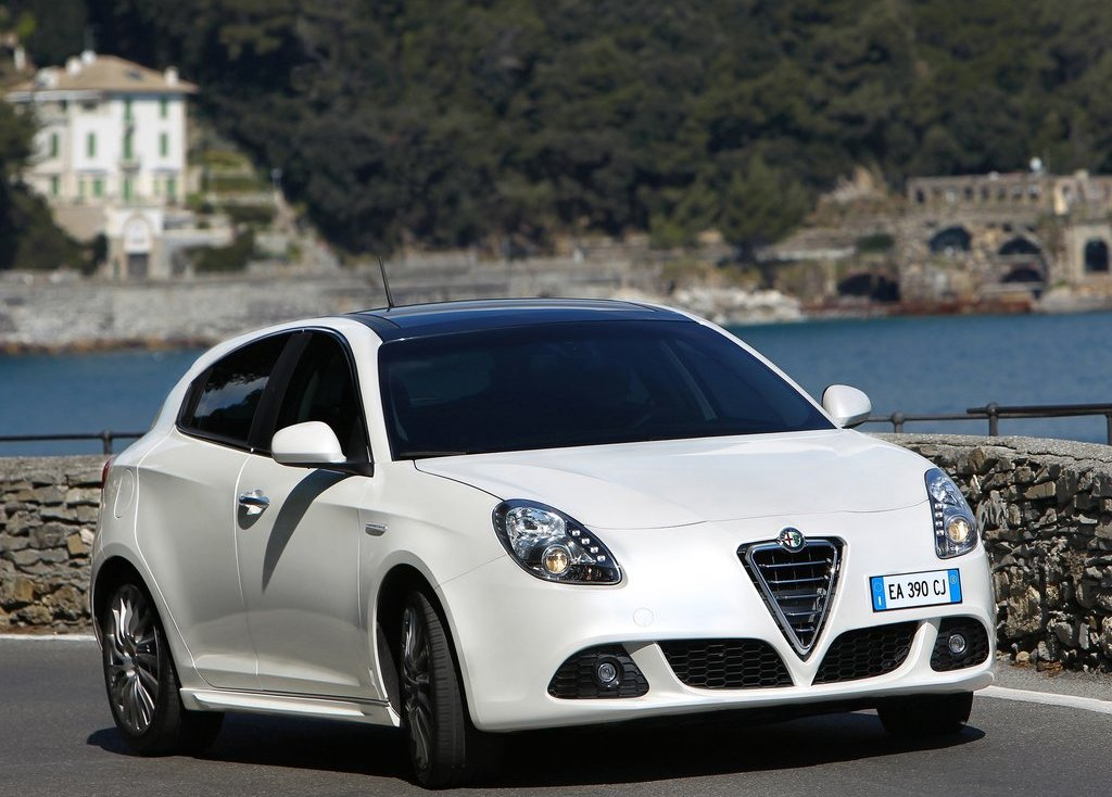 2011 Alfa Romeo Giulietta (View 23 of 26)
