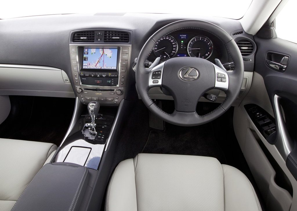 2011 Lexus IS 350 Interior (View 4 of 11)
