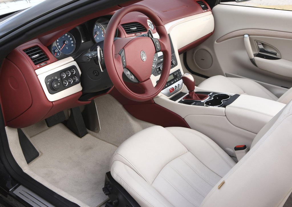 2011 Maserati GranCabrio Interior (Photo 4 of 9)