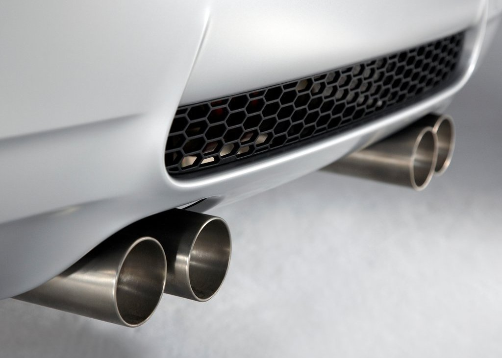 2012 BMW M3 CRT Exhaust (Photo 5 of 12)