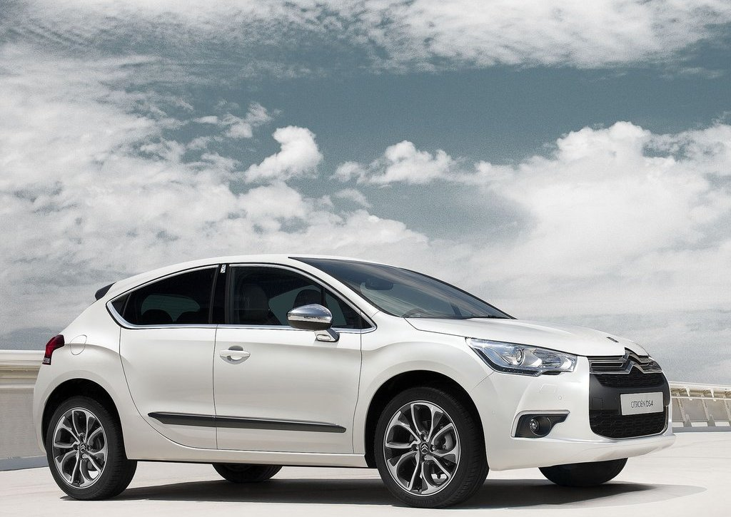 Featured Image of 2012 Citroen DS4 Concept Review