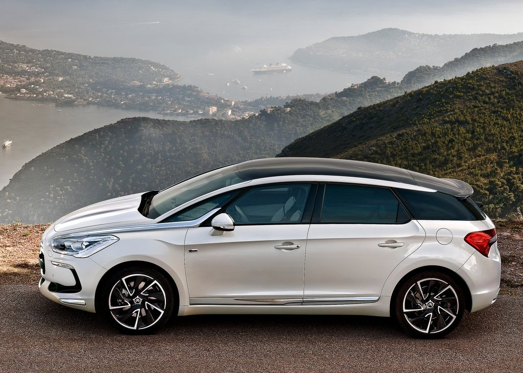 Featured Image of 2012 Citroen DS5 Concept Review