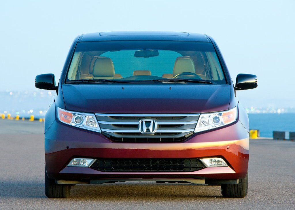 2012 Honda Odyssey Front (Photo 3 of 10)