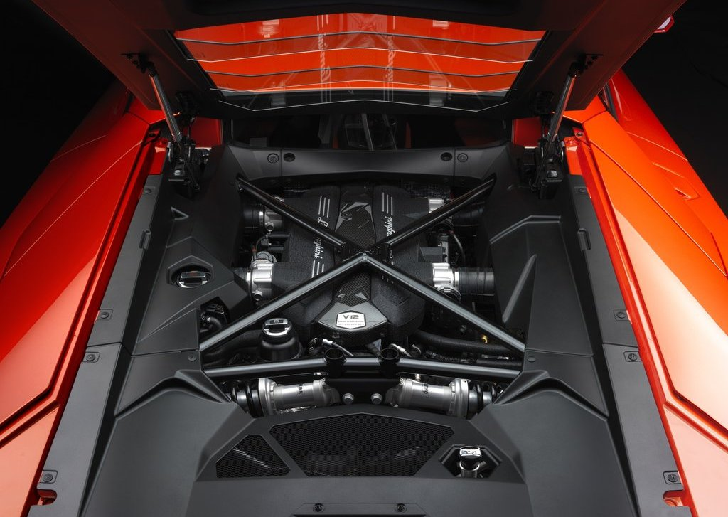 2012 Lamborghini Aventador LP700 4 Engine (Photo 6 of 13)
