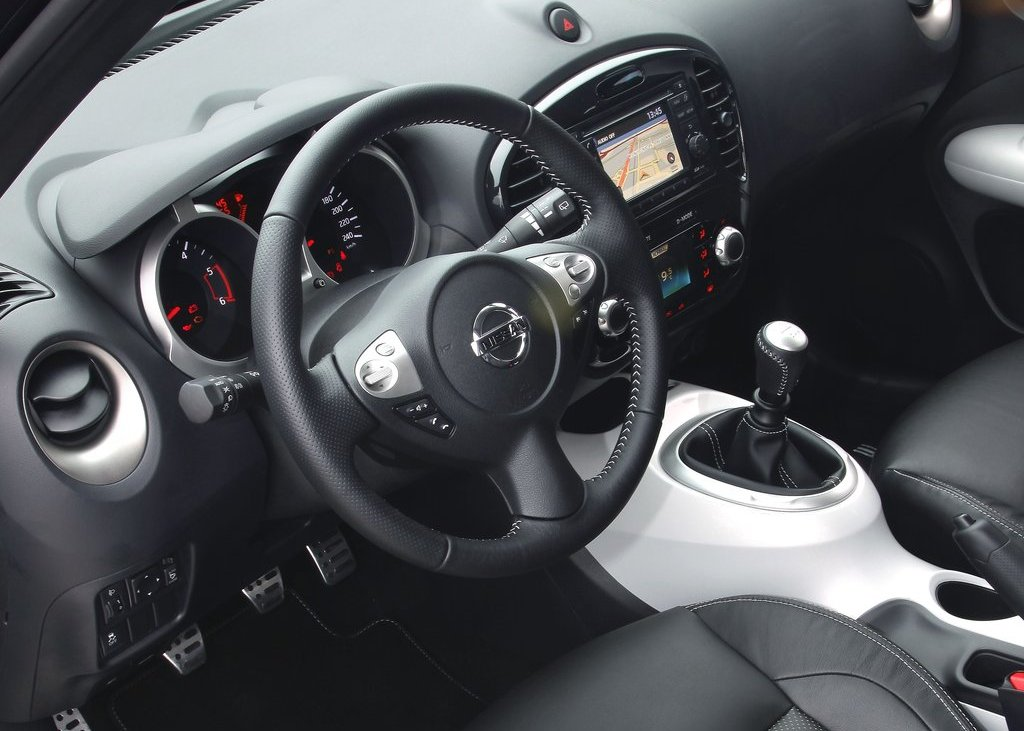 2012 Nissan Juke Shiro Interior (View 2 of 5)